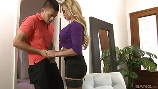 After blowing milf Claudia Valentine decides to fuck with a stranger