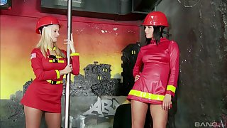 Extraordinary lesbian Cindy Dollar use a strapon to please her girl