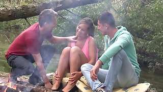 Picnic in the wild nature turns to amazing threesome for Naomi Bennet